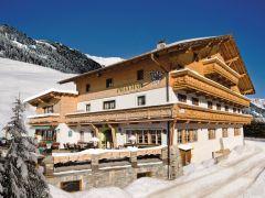 Het hotel Praxmar bij het sneeuwschoenwandelarrangement in Tirol