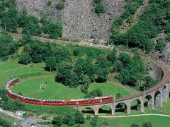 Rhatische-bahn met het viaduct bij Brusio