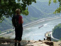 Rijn en Moezel. Uitzicht vanaf de Loreley over de Rijn
