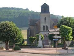 Wandelen in de Morvan, versterkte kerk