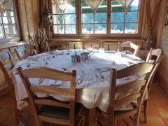 Wandlen in de Vogezen: sfeervolle eetzaal in een van de hotels
